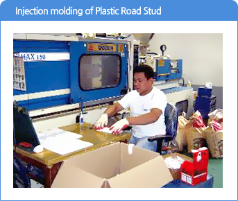 Injection molding of Plastic Road Stud